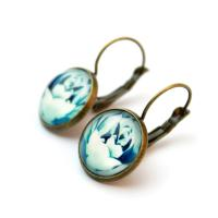 Cabochon earrings with blue roses