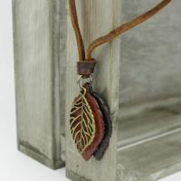 Leather neklace with leaves